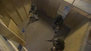 Merijalkaväen sotilaat yläkulmasta.