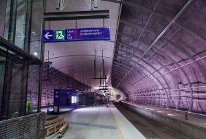 Aviapoliksen juna-asema. Viimeistelytöitä tehtiin samaan aikaan, kun kävimme paikalla. kuva: Janne Järvinen / HS