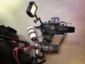 C100 ja Canon EOS1 MarkIV