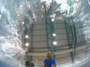 Kuvasin GoPro kameralla veden alla sauvan avulla, jotta sain kameran uimarin alle.