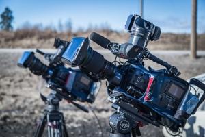 Kaksi XDCAM kameraa kohti aurinkoa Hartolassa.